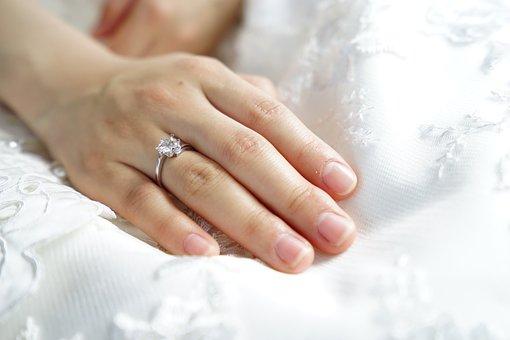 Engagement ring, Celebrant